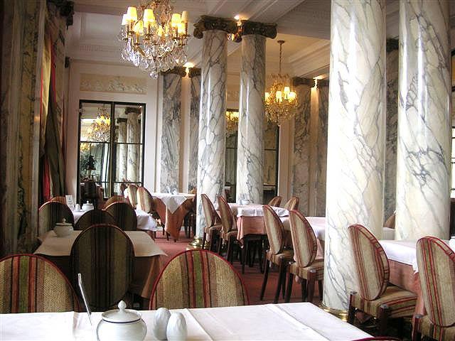 Salle petit déjeuner Hôtel Brighton Paris