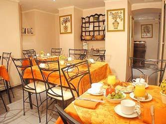 Salle petit déjeuner Hôtel Résidence Henri IV Paris