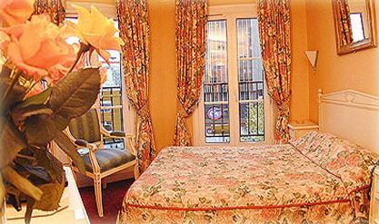 Chambre Hôtel Edouard VI Paris