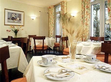 Salle petit déjeuner Hôtel Relais Bosquet Paris
