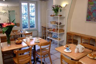 Salle petit déjeuner Hôtel Britannia Paris
