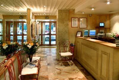 Réception Hôtel Britannia Paris