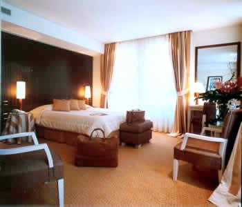 Chambre Hôtel Golden Tulip le pera Paris