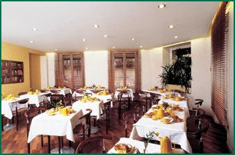 Salle petit déjeuner Hôtel Excelsior Opéra Paris