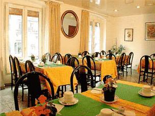 Salle petit déjeuner Hôtel place de clichy Paris