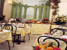 Salle petit déjeuner Comfort Hôtel Gare du Nord Paris