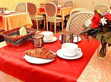 Salle petit déjeuner Hôtel Maubeuge Paris