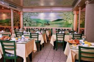 Salle petit déjeuner Hôtel Panorama Paris