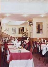 Salle petit déjeuner Hôtel Vieille France Paris