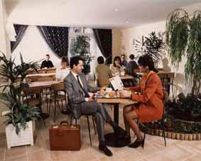 Salle petit déjeuner Hôtel Timhotel Italie Paris
