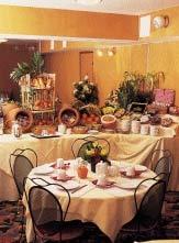 Salle petit déjeuner Hôtel Losserand Montparnasse Paris