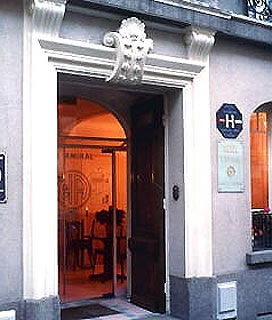 Entrée Hôtel L'Amiral Paris