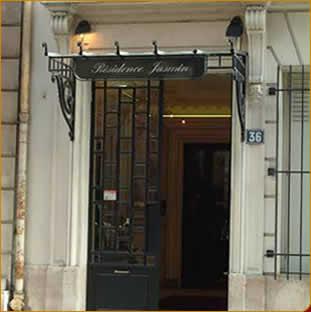 Entrée HotelHome Paris 16