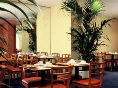Salle petit déjeuner Hôtel Pavillon Monceau Paris