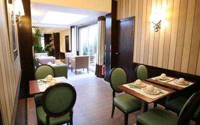 Salle petit déjeuner Hôtel Longchamp Elysées Paris