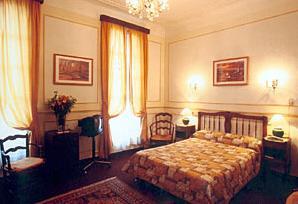 Chambre Hôtel Rome et Saint Pierre Marseille 01