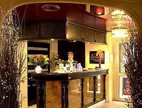 Réception Quality Hotel Hôtel Le Cardinal Rueil Malmaison