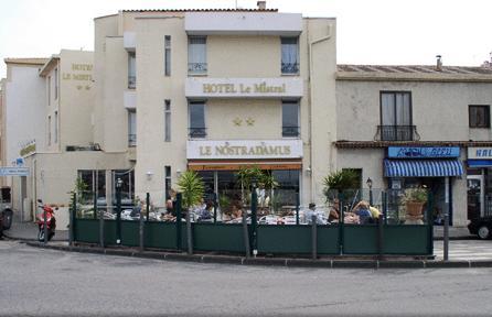 Façade Hotel restaurant Mistral Marseille 08