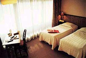 Chambre Hôtel la Régence Courbevoie