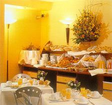 Salle petit déjeuner Hôtel Villiers Etoile Paris
