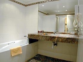 Salle de bain Hôtel de Sully Saint Germain