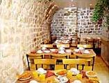 Salle petit déjeuner Comfort Inn Saint Pierre Paris