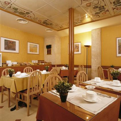 Salle petit déjeuner Grand Hôtel Moderne