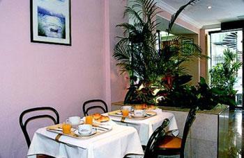 Salle petit déjeuner Hôtel Home Latin Paris