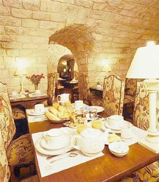 Salle petit déjeuner Hôtel Le Jardin de Cluny