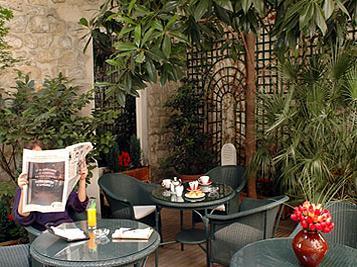 Salle petit déjeuner Hôtel La Perle Paris