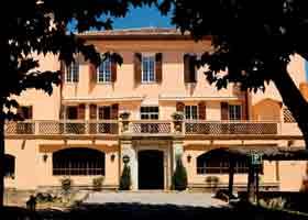 Façade Hôtel Château de la Bégude Opio