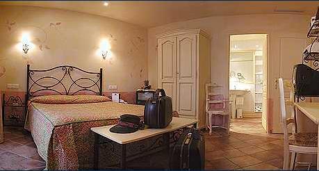 Façade Hôtel de la Paix Mouans Sartoux
