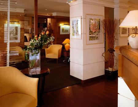 Réception Hôtel Villa des Artistes Paris