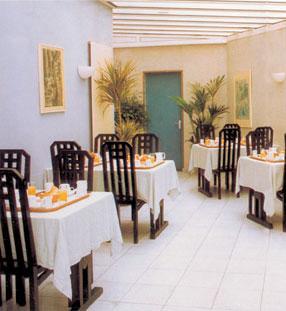 Salle petit déjeuner Hôtel Lilas Gambetta Paris