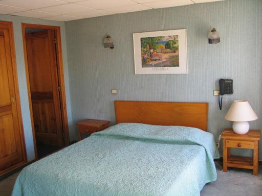 Façade hotel relais imperial St Vallier de Thiey