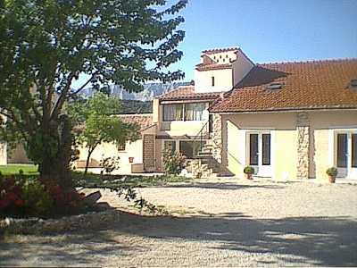 Façade hôtel Déjeunez sous l'Arbre Rousset