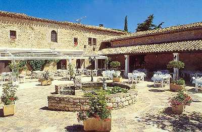 Terrasse Hostellerie Domaine de la Reynaude Aurons