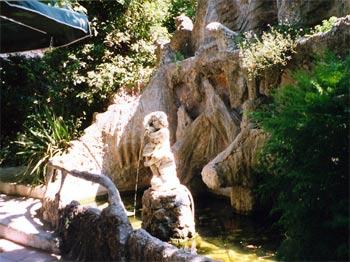 Fontaine Hostellerie du Lac Bleu Cabriès