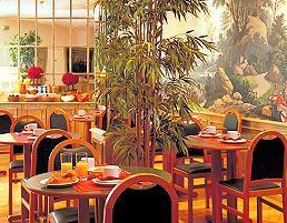 Salle petit déjeuner Hôtel Beaugency Paris