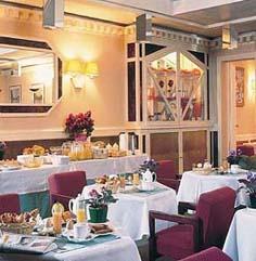 Salle petit déjeuner Hôtel Sol Inn de Saxe Paris