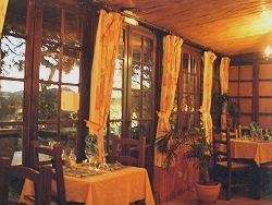 Hotel Restaurant Les Ombrelles