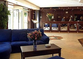 Réception Hôtel Mercure Meudon la Forêt