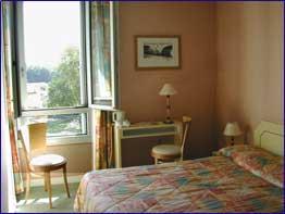 Chambre Kyriad Hôtel de Blois Courbevoie