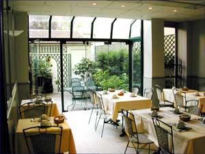 Petit déjeuner Kyriad Hôtel de Blois Courbevoie