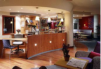 Réception Suitehotel Rueil Malmaison