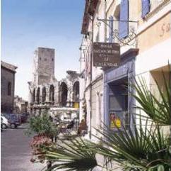Façade Hôtel Le Calendal Arles