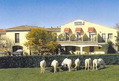 Entrée Hôtel Restaurant Longo Mai Arles