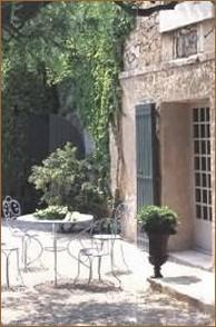 Entrée Oustau de Baumanière Les Baux de Provence