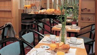Salle petit déjeuner Hôtel Elysées Paris