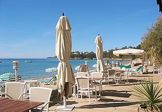 Hôtel Cavalière sur plage - terrasse mer